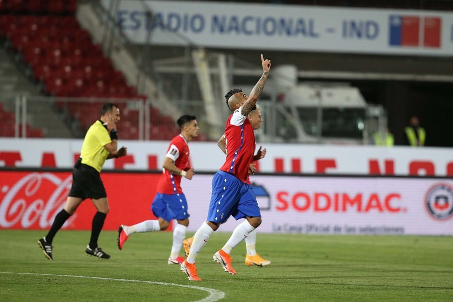 Cựu sao MU đua nhau 'nổ súng', Colombia thoát thua Chile phút 91