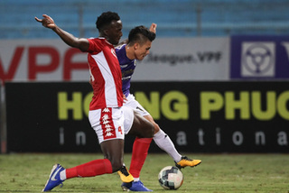 HCMC FC defender calls Quang Hai an 'excellent actor' after penalty controversy