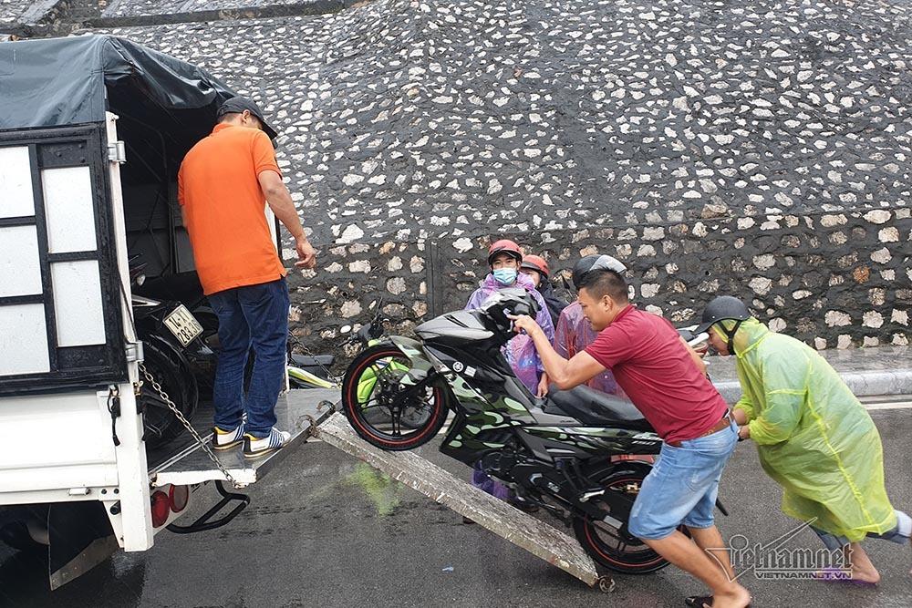 Quảng Ninh cấm cầu Bãi Cháy, 20 du khách vẫn trên đảo Cô Tô