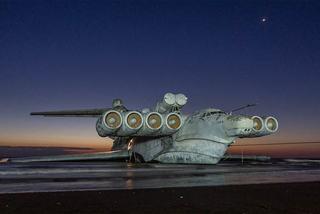 Xem tàu bay 'quái vật' thời Liên Xô dạt vào bờ biển