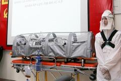 Nhóm kỹ sư trường Bách khoa chế tạo băng ca áp lực âm cho bệnh viện