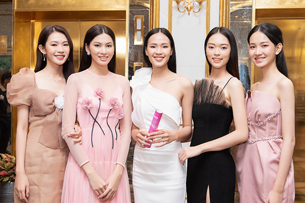 Thí sinh Hoa hậu Việt Nam 2020 bắt đầu dự thi 'Người đẹp Nhân ái'