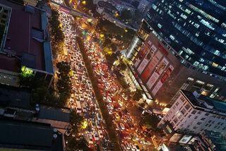 """Đi lại khó khăn do mưa bão, nhiều tuyến đường Hà Nội thành """"bãi đỗ xe"""""""