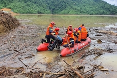 Military forces intensifies rescue operations at Rao Trang 3 Hydropower Plant