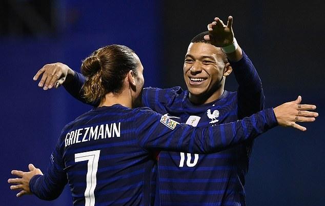Griezmann và Mbappe giúp Pháp đánh gục Croatia