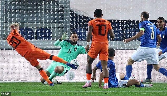 Van de Beek giải cứu Hà Lan trên đất Italy