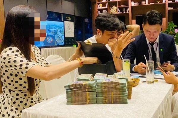 Đại gia tiền mặt vác bao tải, xếp như chồng gạch đi mua nhà Hà Nội