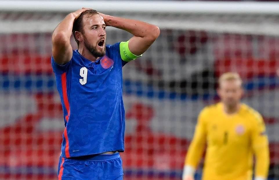 Maguire ăn thẻ đỏ, Anh phơi áo trước Đan Mạch
