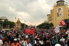 Thái Lan ban bố sắc lệnh khẩn cấp vì biểu tình