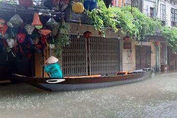 Áp thấp nhiệt đới vào Biển Đông, miền Trung lại chịu những trận mưa lớn