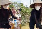 Thuỷ Tiên đã kêu gọi được 22 tỷ đồng sau 2 ngày, cảnh thân mảnh mai lội nước cứu trợ bà con miền Trung gây xúc động!
