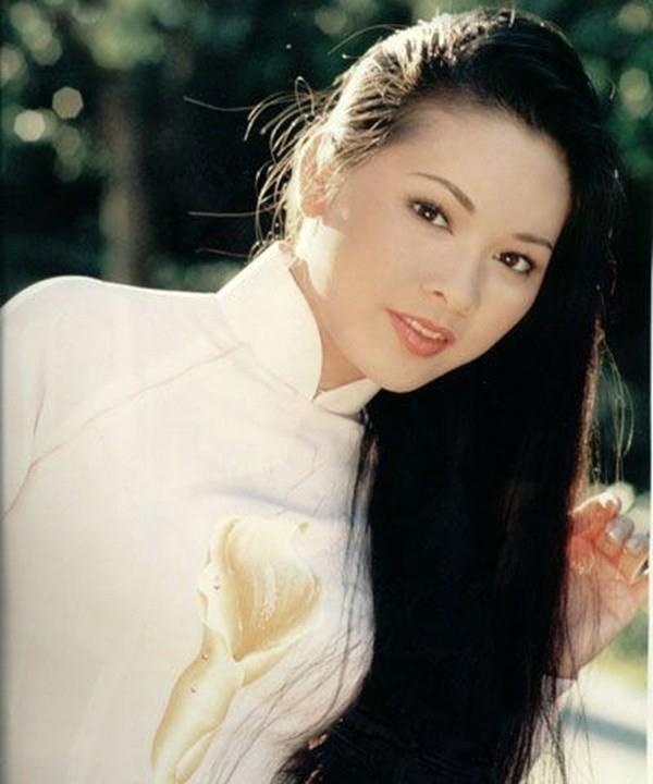 Ca sĩ Như Quỳnh nhan sắc thay đổi, làm mẹ đơn thân ở tuổi 50