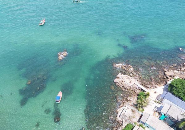 Islands and islets make a difference