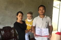 Trao gần 700 triệu đồng đến bé Nguyễn Thiên Phú bị bỏng cồn