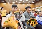 Nam sinh '10 năm cõng bạn' đưa bạn thân dự lễ khai giảng ĐH Bách khoa Hà Nội