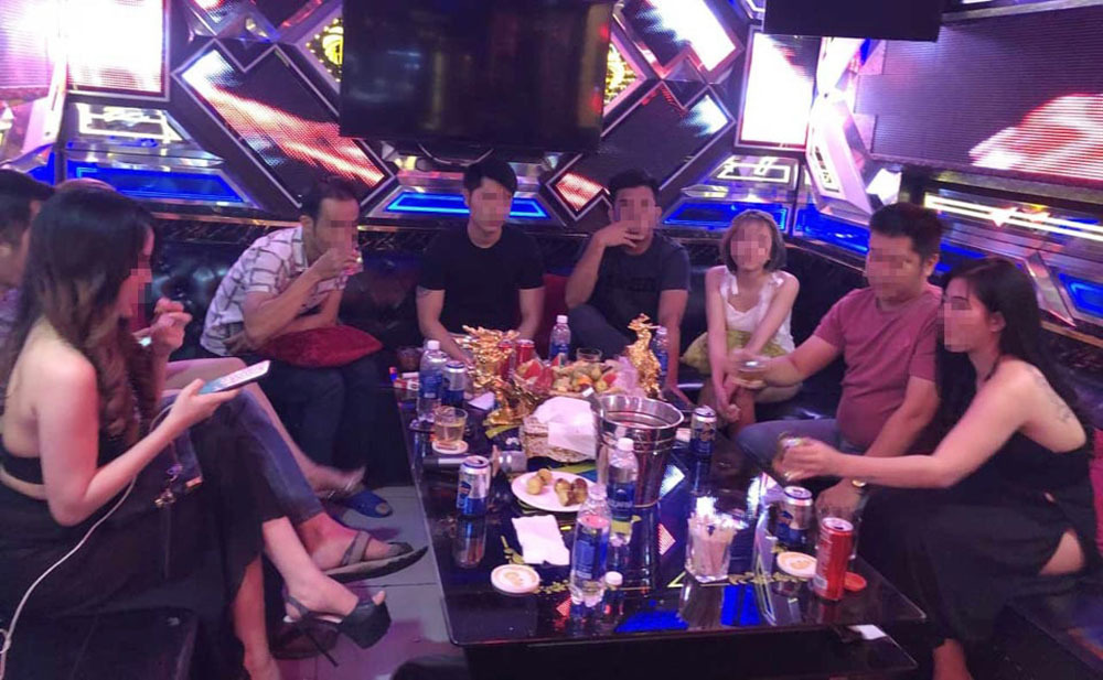 Gửi con cho quán karaoke để tiện dự tiệc sinh nhật ma túy