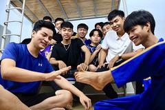 Nghị lực của chàng trai không tay vừa vào đại học ở Đồng Nai