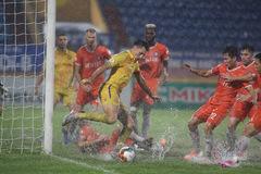 Nam Định có 3 điểm, Hà Tĩnh bất phân thắng bại Than Quảng Ninh