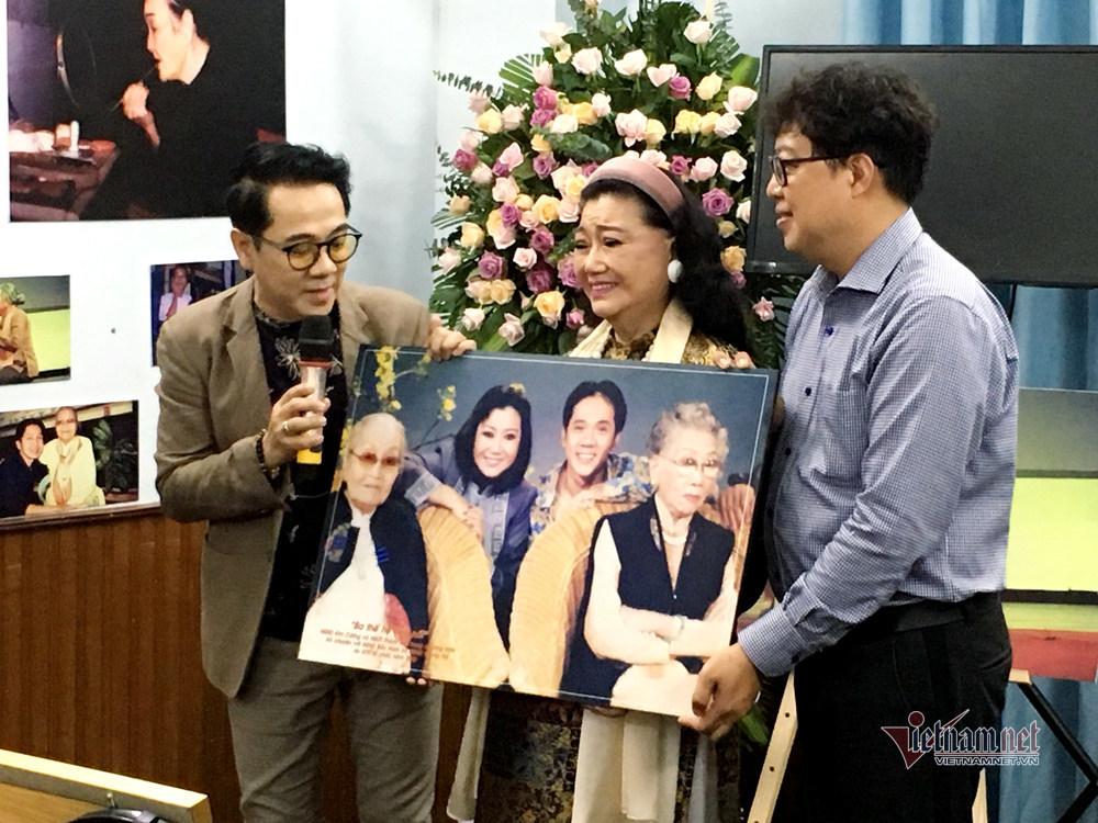 NSND Kim Cương: Tôi rất buồn một số nghệ sĩ trẻ tấu hài tục tĩu