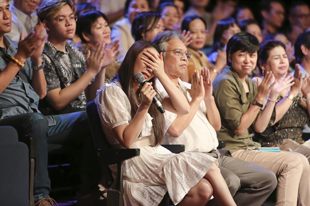 Hồ Quỳnh Hương bật khóc khi nghe chị gái ruột hát sau 15 năm