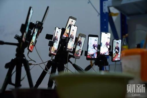 Ôm mộng giàu nhanh, giới trẻ đổ xô đến 'làng livestream'