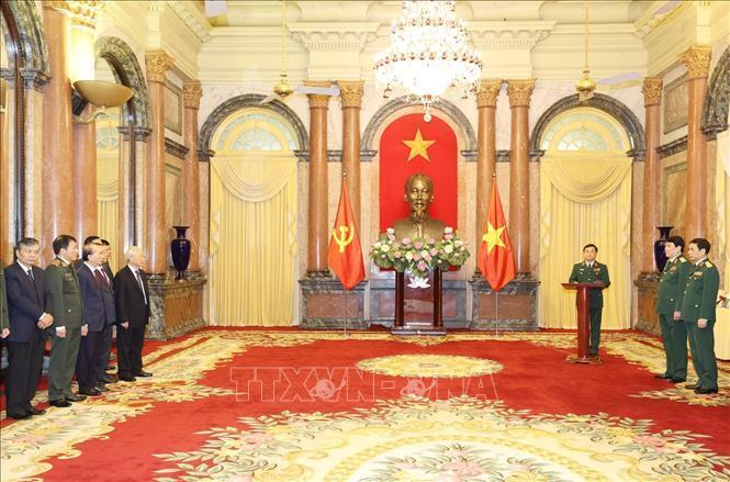 Tổng Bí thư, Chủ tịch nước trao quyết định thăng quân hàm cho hai tướng lĩnh