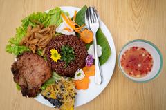Phát La, Lê Nhân trổ tài nấu cơm tấm Sài Gòn ngon đúng điệu