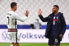 """Ronaldo dàn xếp để Juventus nổ """"bom tấn"""" Mbappe"""