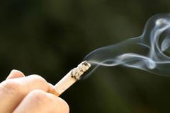 Mức xử phạt với hành vi hút thuốc lá không đúng nơi quy định