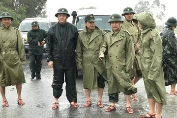 Đại tướng Ngô Xuân Lịch chia buồn với gia đình 13 cán bộ, chiến sĩ hy sinh