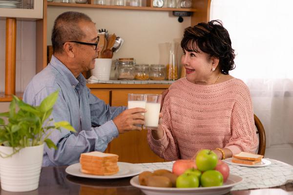 Chăm sóc người già: Ăn đủ bữa chưa chắc đủ dinh dưỡng
