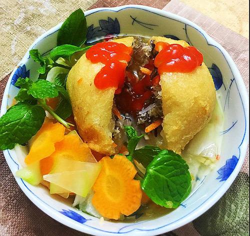 Bánh rán mặn lạ miệng, ăn kèm nước chấm chua ngọt
