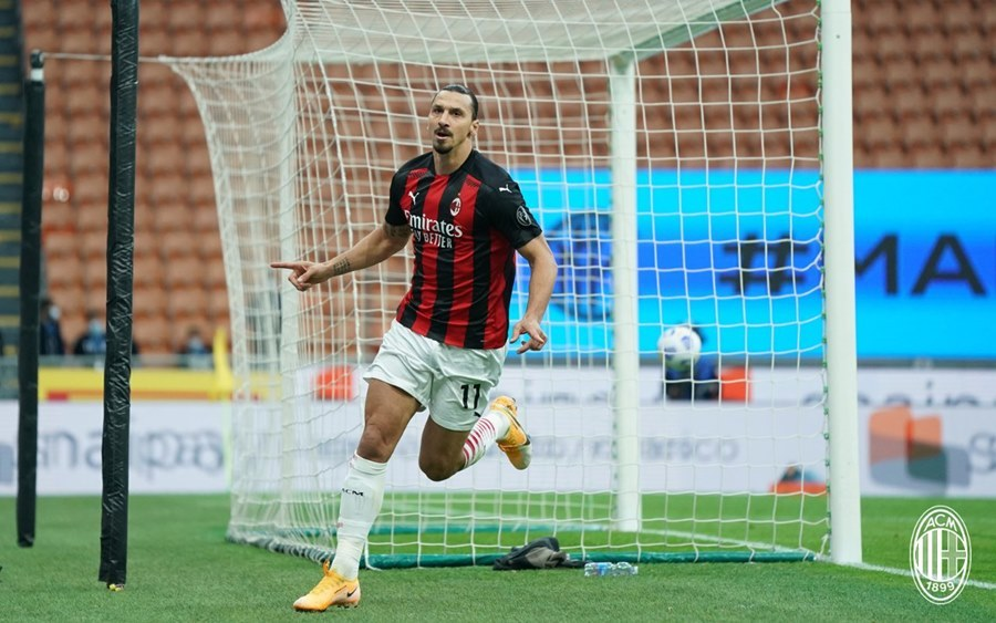 Ibrahimovic lên thần, AC Milan chiếm ngôi đầu bảng