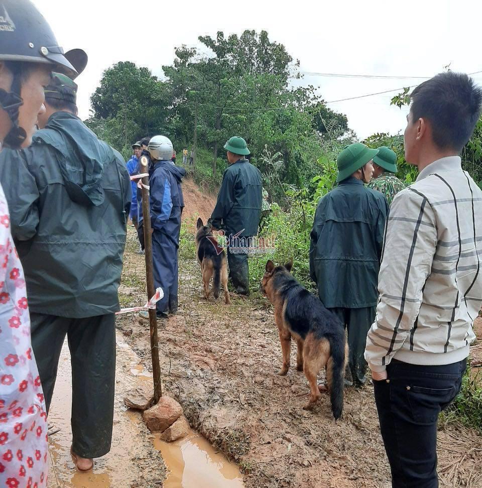 Sạt lở kinh hoàng, vùi lấp 22 cán bộ chiến sỹ ở Quảng Trị