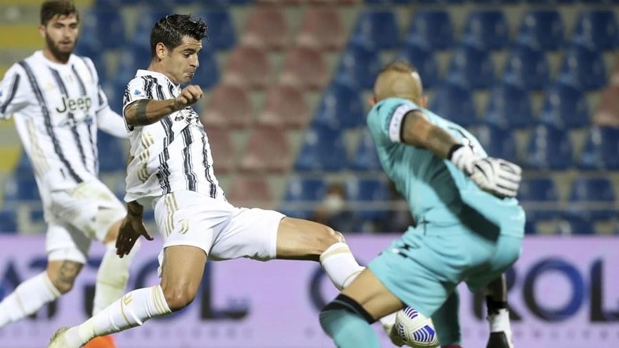 Vắng Ronaldo, Morata giải cứu 'Bà đầm già'
