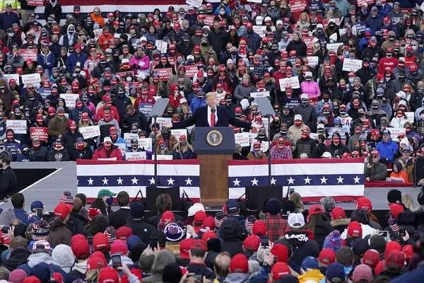 Hình ảnh ông Trump vận động tranh cử tại các bang miền trung nước Mỹ