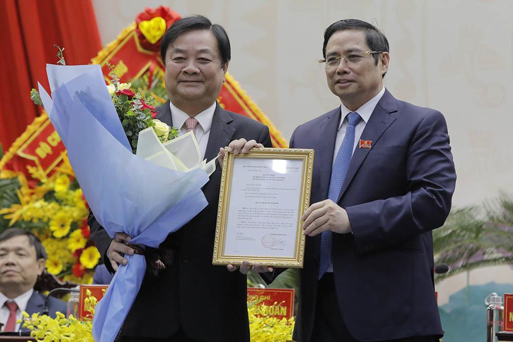 Trao quyết định của Bộ Chính trị cho ông Lê Minh Hoan