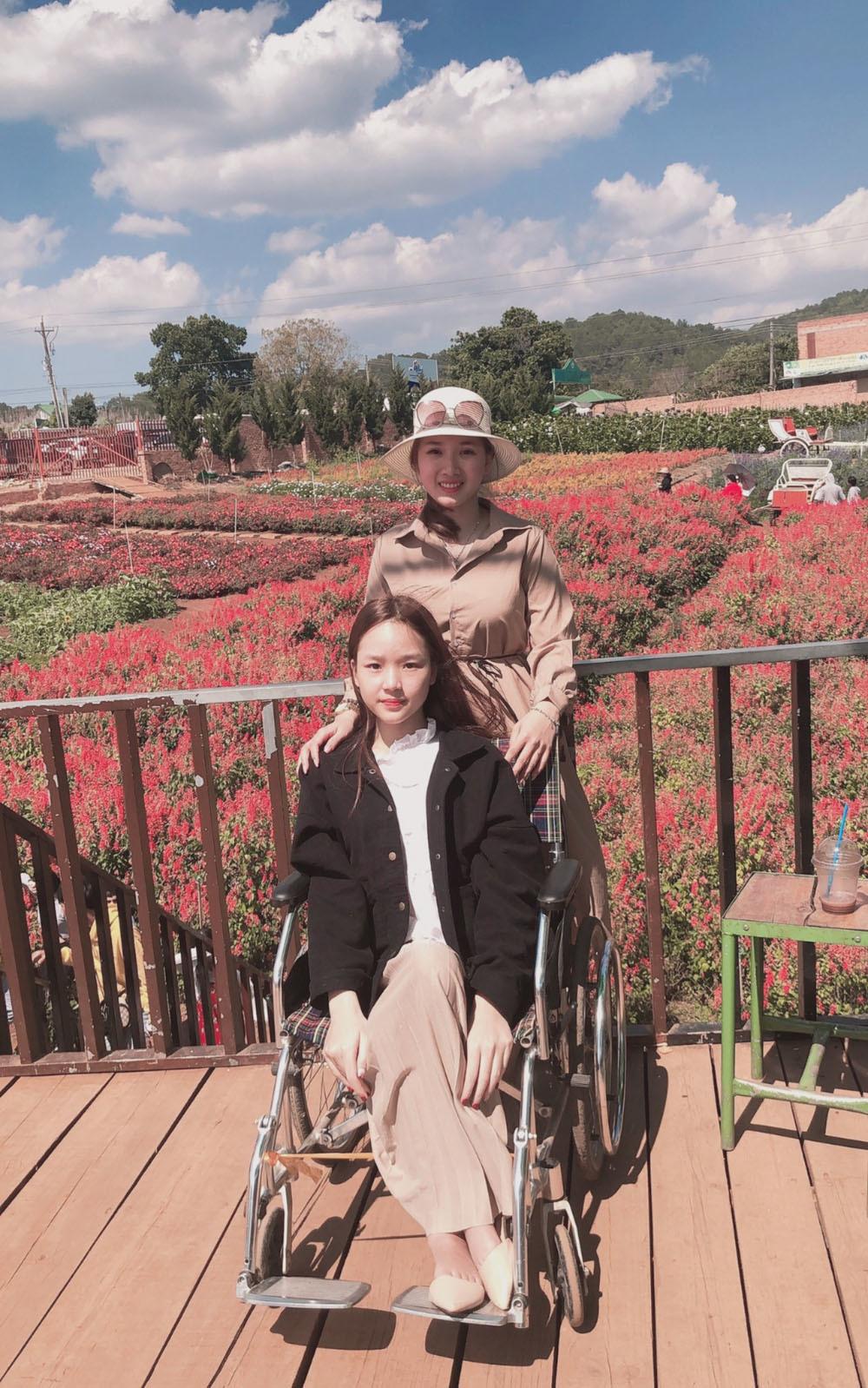 Cô gái Bình Phước xinh đẹp 13 năm 'chân ướt chân ráo' đi làm thuê cho bạn thân