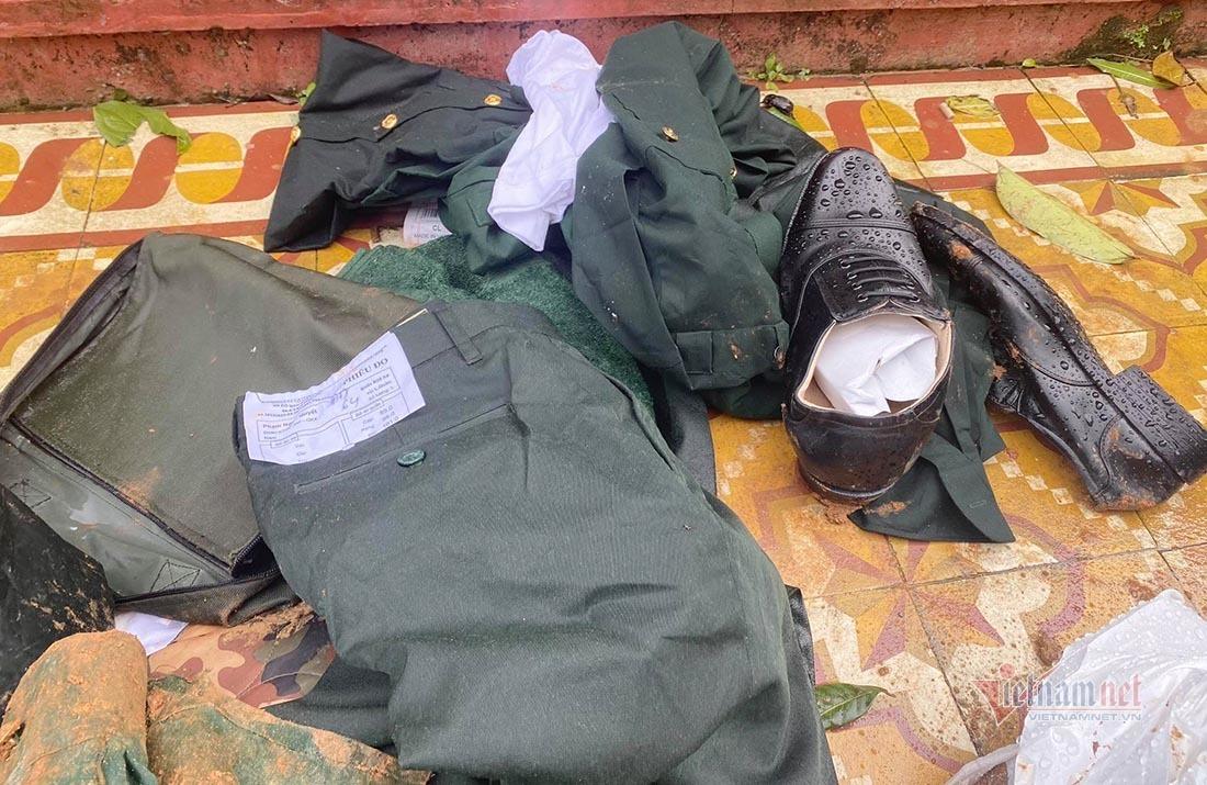 Hình ảnh xé ruột gan nơi tìm kiếm 22 cán bộ chiến sỹ bị vùi lấp ở Quảng Trị
