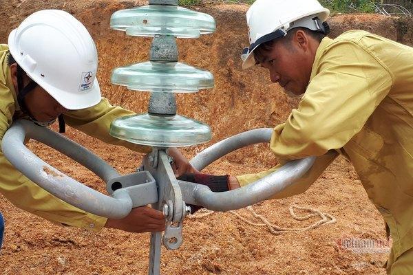 'Cấp cứu' điện cho miền Nam: Ách tắc, chậm tiến độ