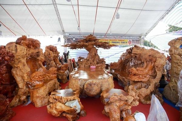 Của rừng ngàn năm: Bàn ghế gỗ nu 5 tỷ, khúc gỗ cẩm lai giá 10 tỷ
