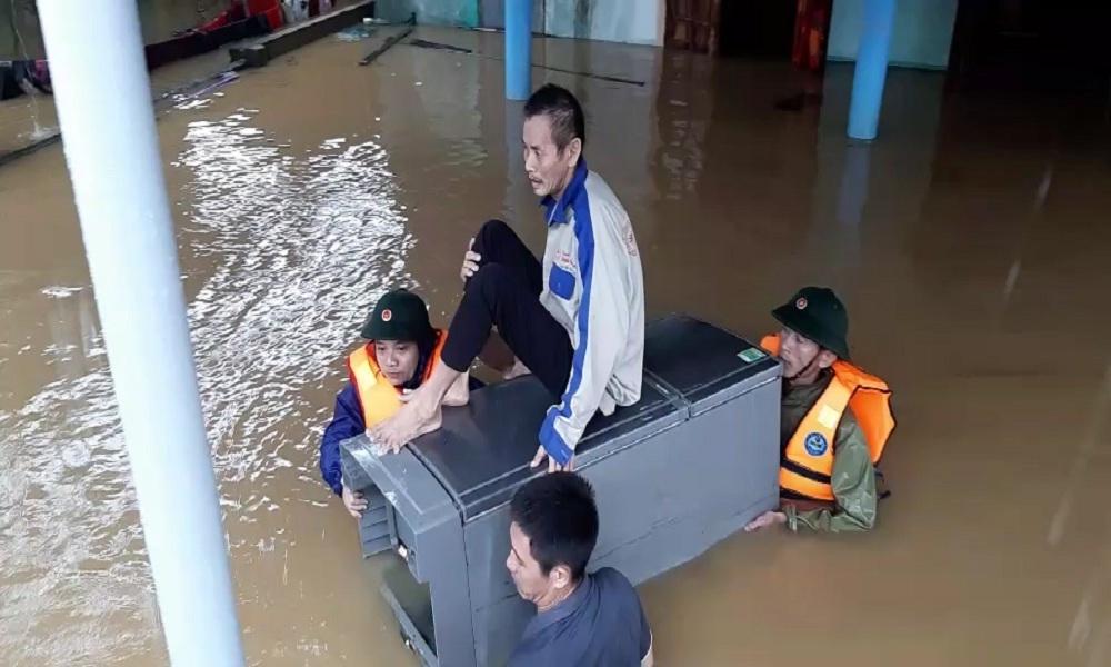 Quảng Bình: Hai anh em đi tránh lũ bị lật thuyền tử vong