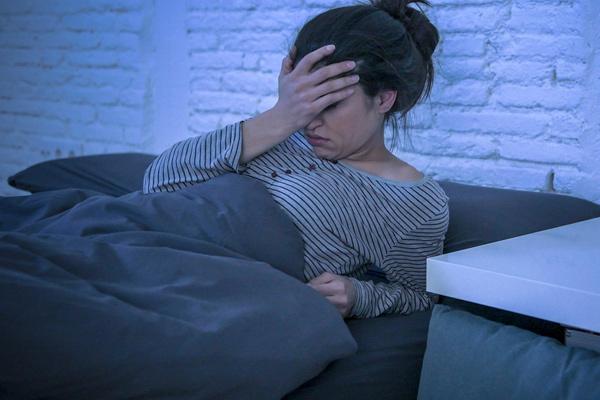 Tỉnh dậy giữa đêm cảnh báo bất thường trong sức khỏe của bạn