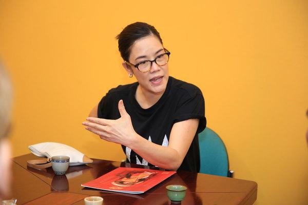 Thu Phương hát về Hoàng hậu Nam Phương nhân dịp 20/10