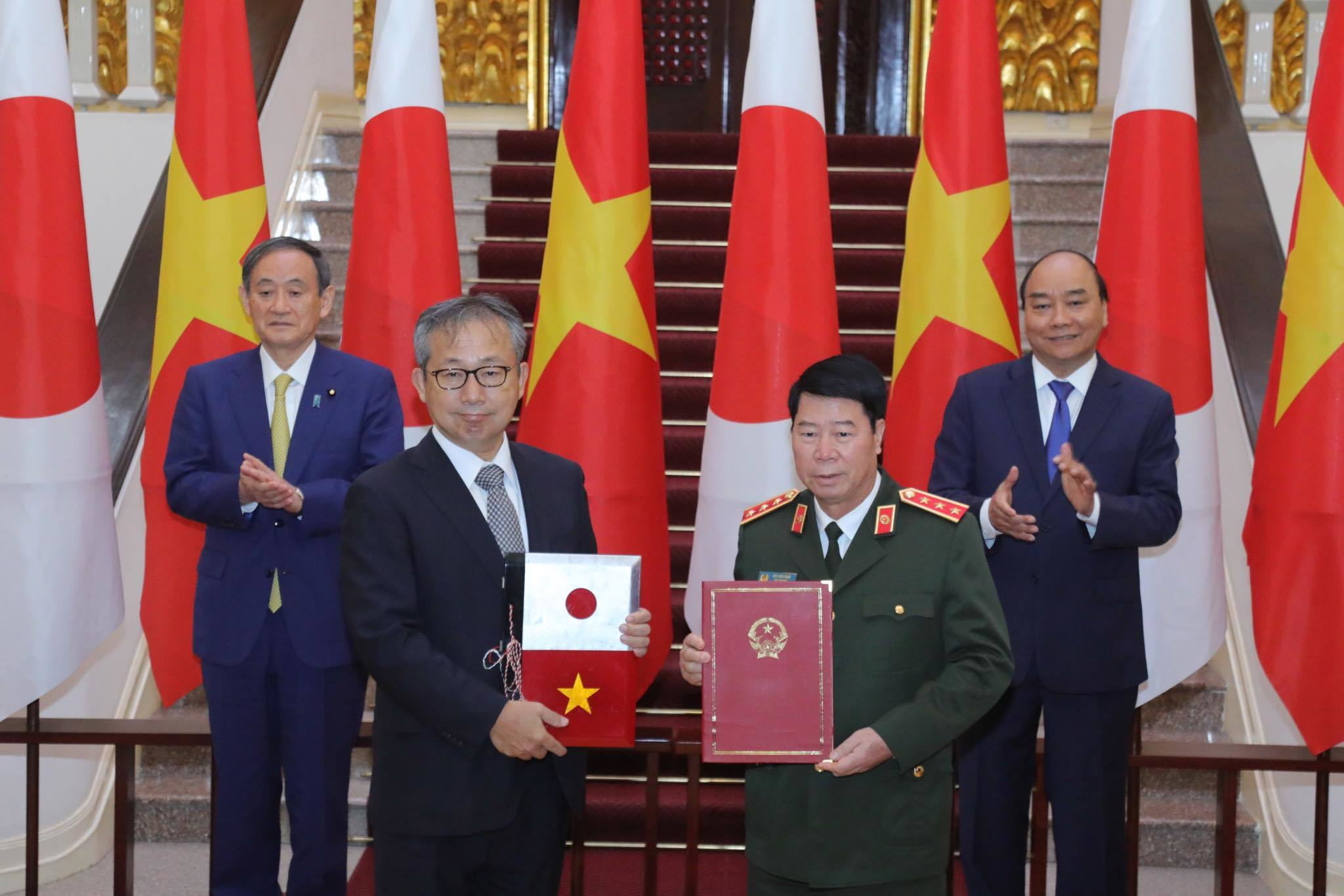 Thủ tướng Nhật cam kết hỗ trợ khẩn cấp Việt Nam khắc phục lũ lụt