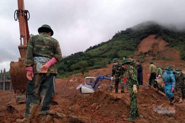Xẻ núi, băng rừng sớm đưa thi thể thượng úy hy sinh khi tìm dân mất tích về nhà