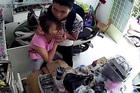 Tên cướp oái oăm kề dao cổ cô gái, bắt chuyển tiền qua tài khoản ở TP.HCM