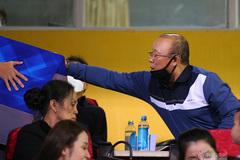 HLV Park Hang Seo quyên góp ủng hộ miền Trung