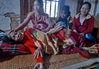 Vụ 22 người bị đất lở vùi lấp: Tiếng khóc xé lòng tìm con của người mẹ tàn tật