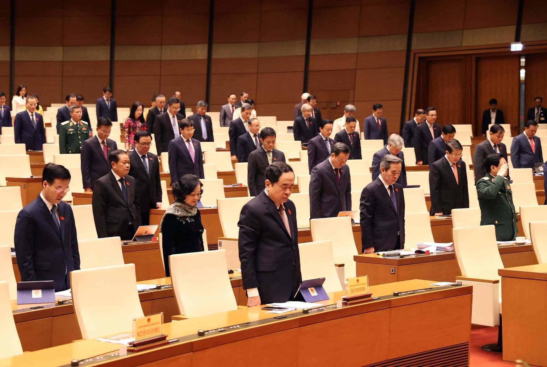 Quốc hội chia sẻ những đau thương, mất mát của đồng bào miền Trung